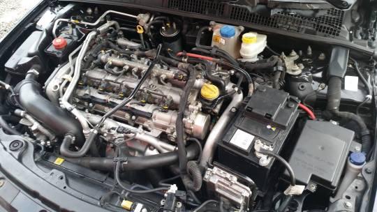 Druga generacja silnika 2.4 (JTDM) - tak wygląda z wierzchu w Alfie Romeo 159