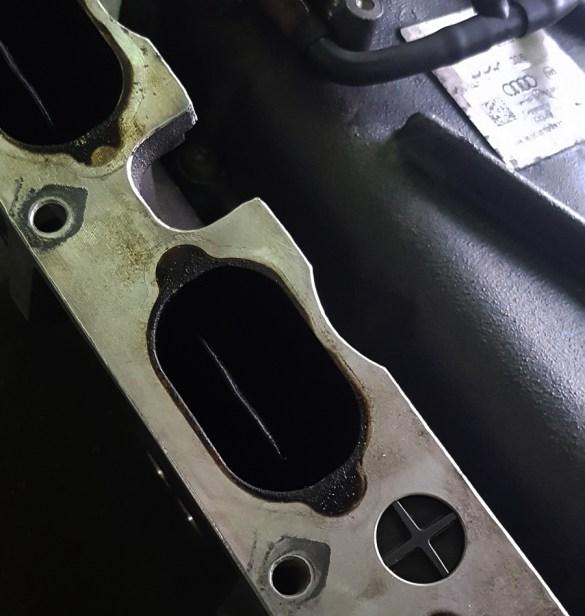 Kawałek klapki wirowej które montowane są w większości kolektorów w silnikach spełniających obecne normy emisji spalin