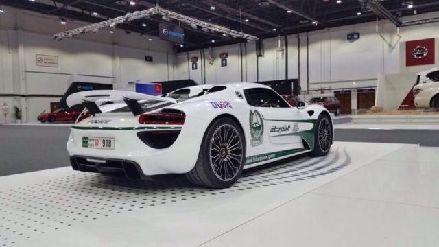 dubajska-policie-porsche-918-spyder-02