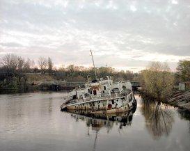 sinking-boat-on-the-pripyat-river-chornobyl-october-1998