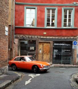 MG B GT dans la rue