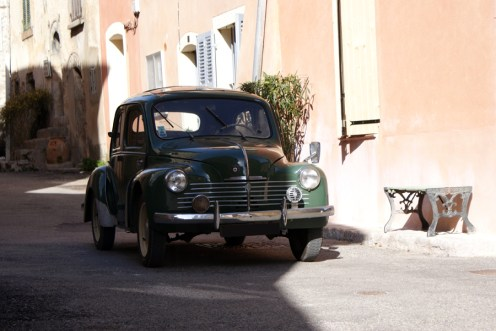 Renault 4cv grand luxe 1952 face avant
