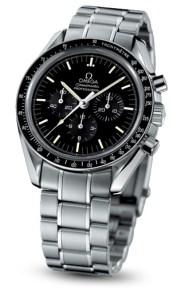 Omega Speedmaster Moonwatch, la montre qui est allée sur la lune (même si ce ne serait pas tout a à fait vrai). 3000 euros.