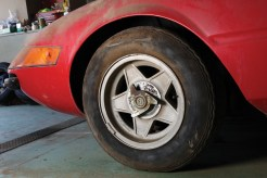 Ferrari-365-GTB4-Daytona-wheels
