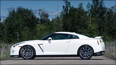 Nissan GT-R 2013 vue de coté