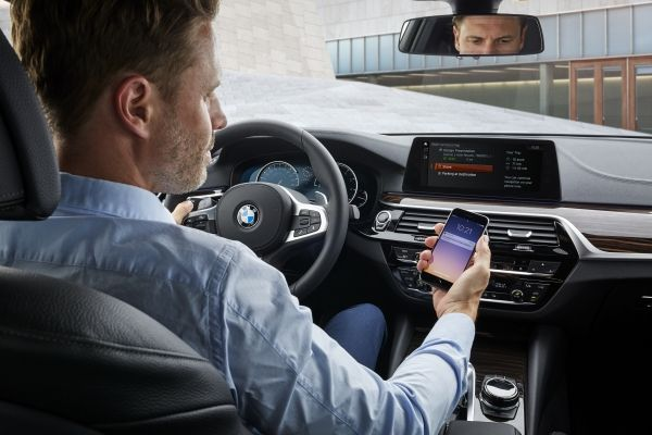 BMW Will Make Sure You're Never Late for a Meeting With New Connectivity Features