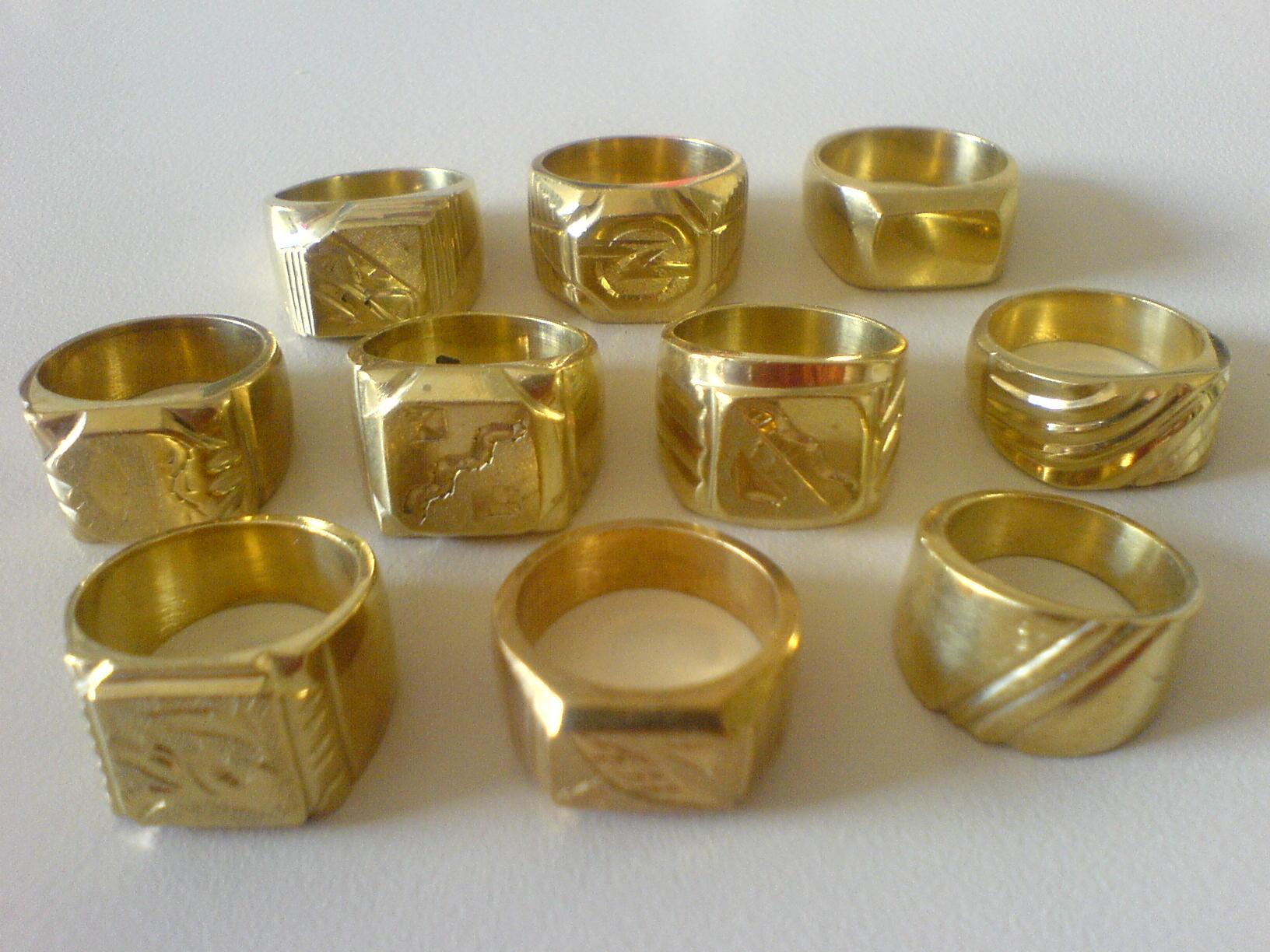 Autobahngold  Bilder von geflschten Ringen Ketten etc