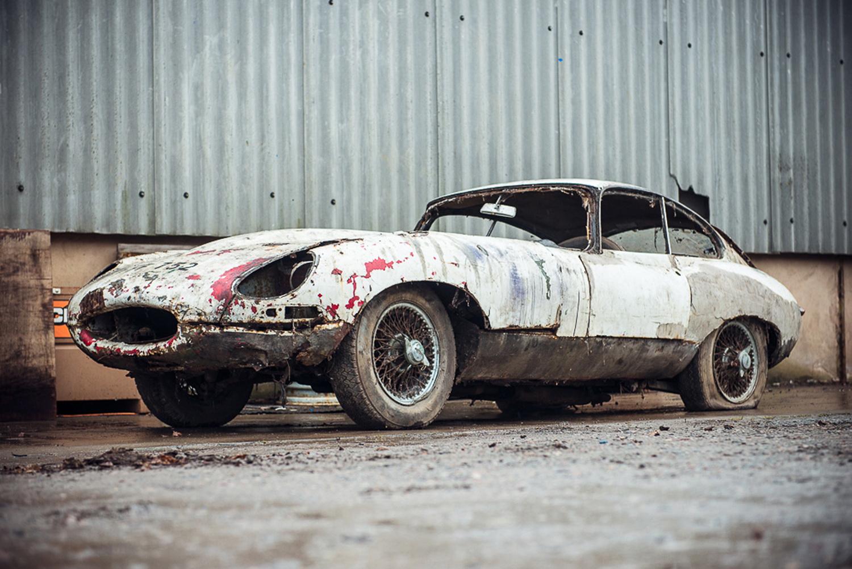 hight resolution of abandoned jaguar e type 1962 in auction 1 jpg