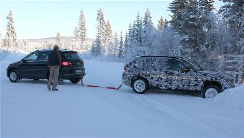 bmw-x1-prototype-stuck-in-snow-bank_2