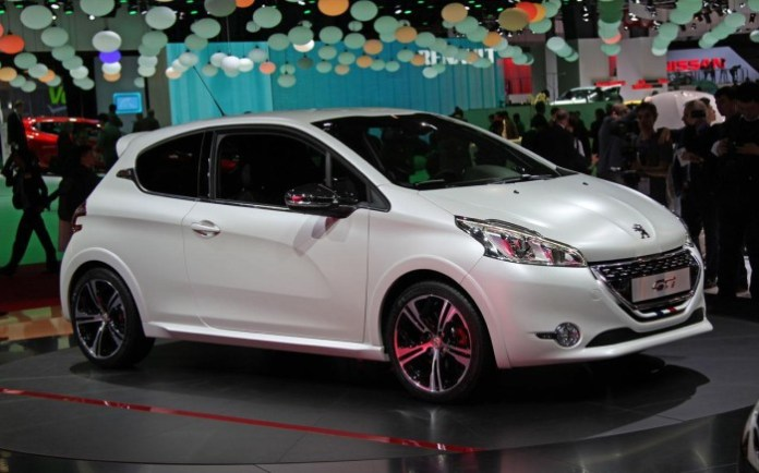 peugeot-208-gti-live-in-paris-2012-3