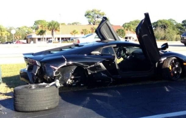Lamborghini Aventador and Murcielago crash (1)