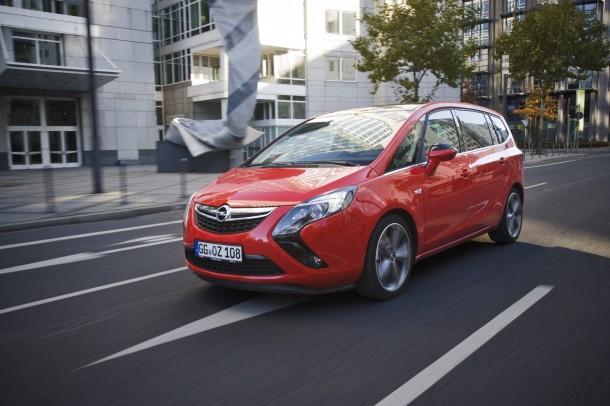 Opel Zafira Tourer BiTurbo 2013 (1)