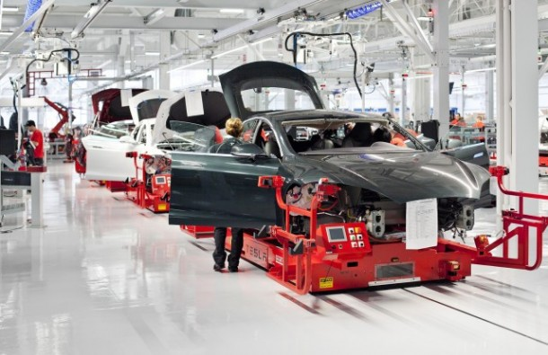 tesla-model-s-undergoing-assembly_100393601_m