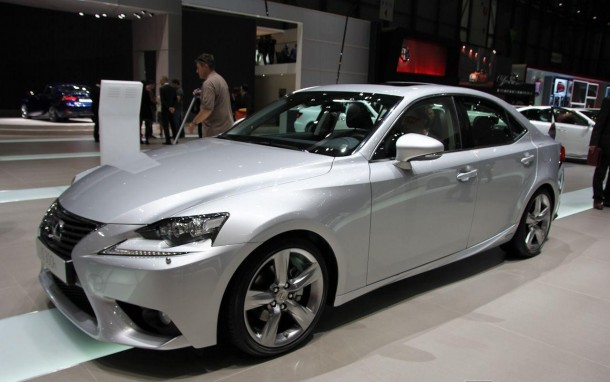 Lexus IS 300h (1)