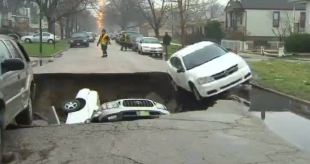 Sinkhole swallows 3 cars in Chicago