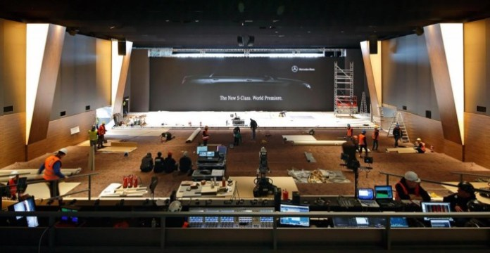 Mercedes-Benz S-Class 2014 reveal at Airbus A380 delivery center (1)