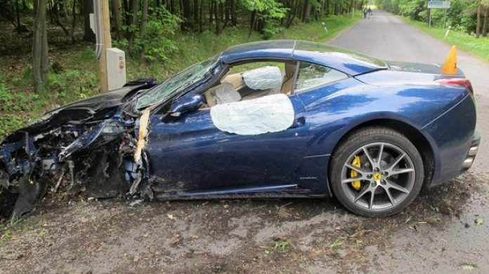 ferrari-california-totalled-by-nhl-star-jakub-voracek-in-czech-republic