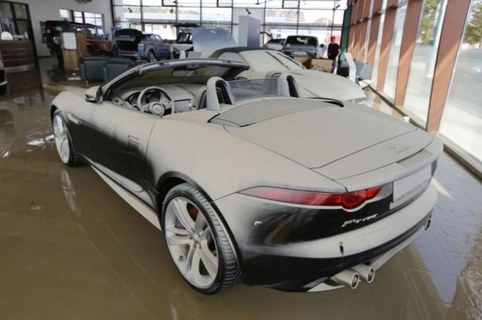 Floods Destroy Jaguar Land-Rover Dealership in Deggendorf (4)