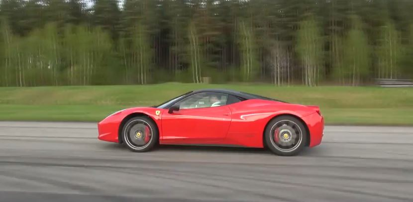 video ferrari 458 italia vs porsche 911 turbo pdk. Black Bedroom Furniture Sets. Home Design Ideas