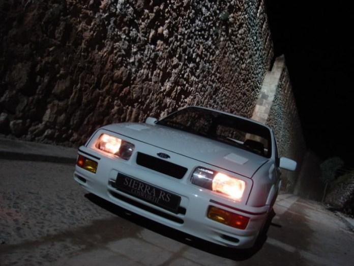 Ford-Sierra-RS500-cosworth-white-night-photo