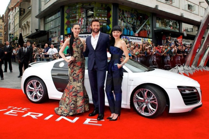 Hugh Jackman and the Audi R8 V10 (2)