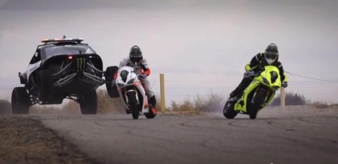 Motorcycle vs. Car Drift Battle 3 (2)