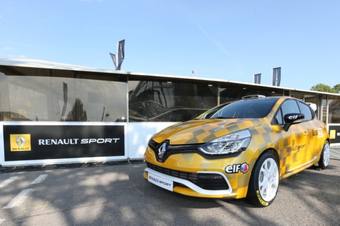 Renault Clio Cup Race car (1)