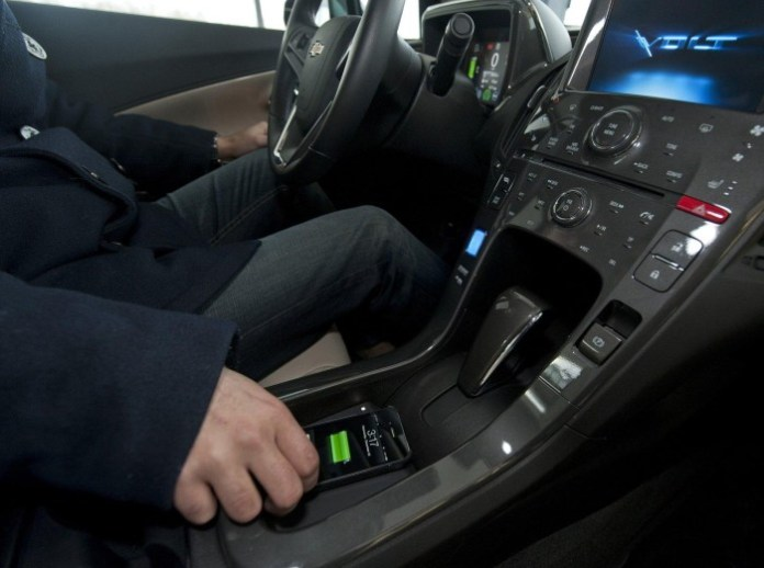 general-motors-and-powermat-wireless-charging-technology-for-electronic-gadgets-6