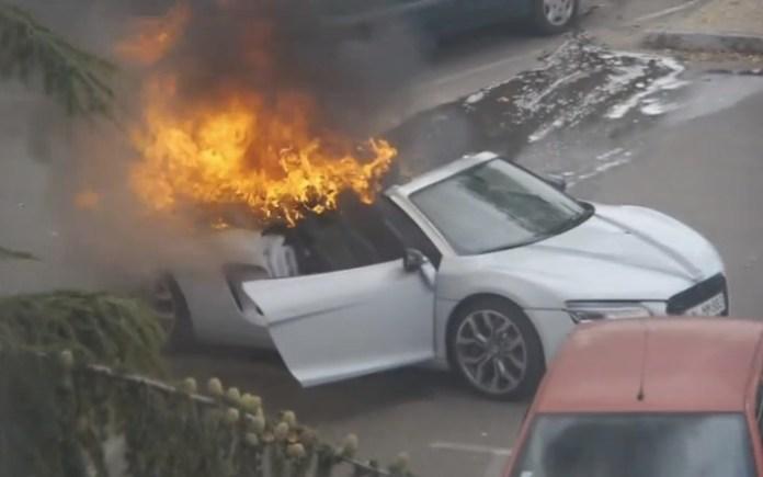 AUDI R8 on fire in Lyon FRANCE :AUDI R8 BURN