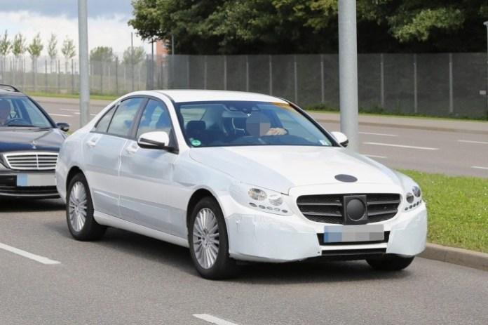 Mercedes C-Class 2014 spy photos (1)