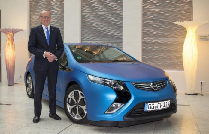 Opel CEO Dr. Karl-Thomas Neumann at the ZEIT Conference with the Ampera.
