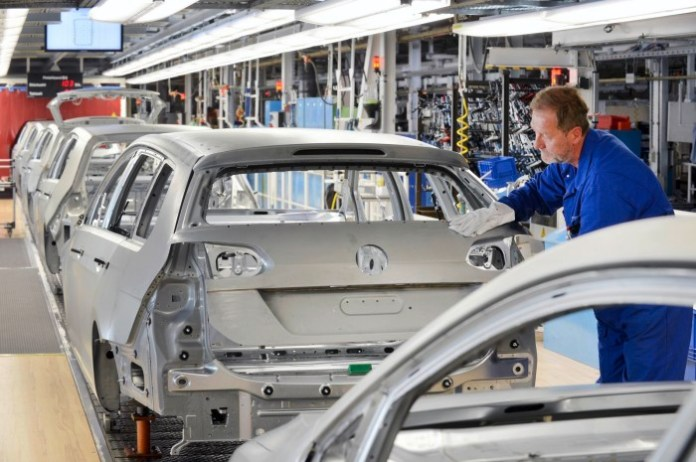 Volkswagen VW Golf Plant Factory (1)