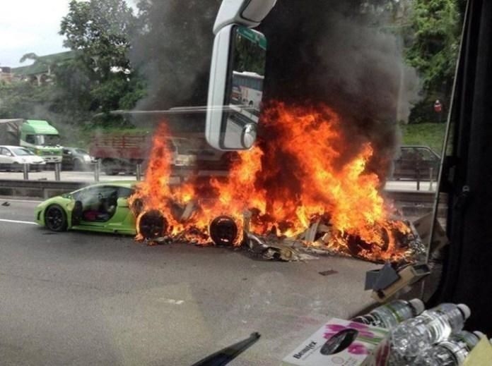 Three Lamborghini on fires (1)
