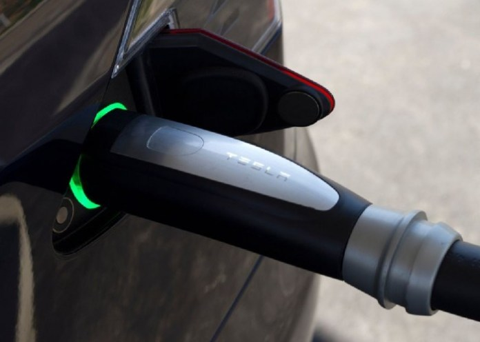 2013-Tesla-Model-S-Charger-View-700x499
