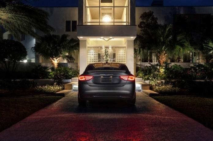 2015-Chrysler-200-31