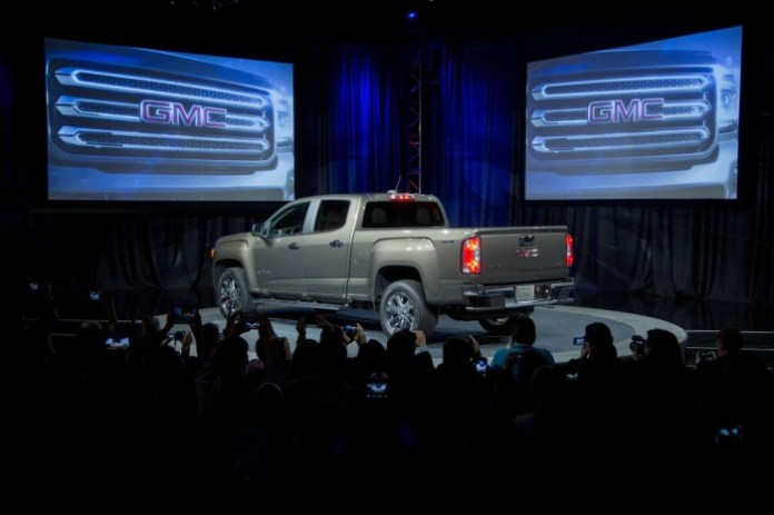 2015-GMC-Canyon-live-in-detroit-10