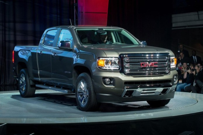 2015-GMC-Canyon-live-in-detroit-14