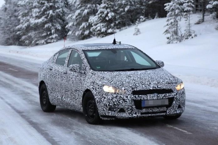 Chevrolet Cruze 2015 Spy Photos (1)