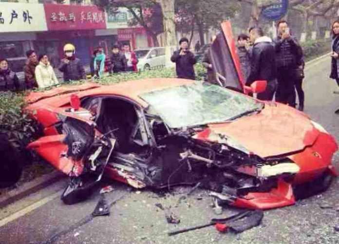 Lamborghini Aventador crashed (1)