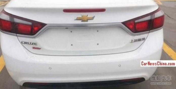 2015 Chevrolet Cruze spy photo 4