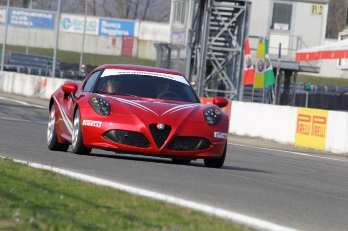 Alfa Romeo 4C Safety Car WTCC (4)