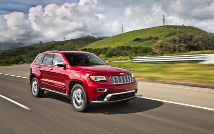 2014-Jeep-Grand-Cherokee-EcoDiesel-froont-three-quarter-2