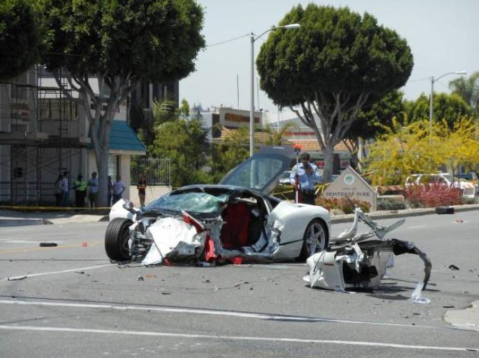 Ferrari 458 Italia crashed (1)