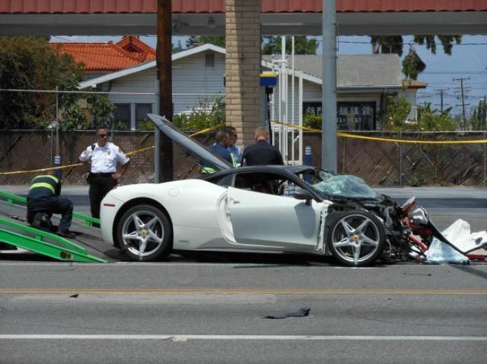 Ferrari 458 Italia crashed (2)