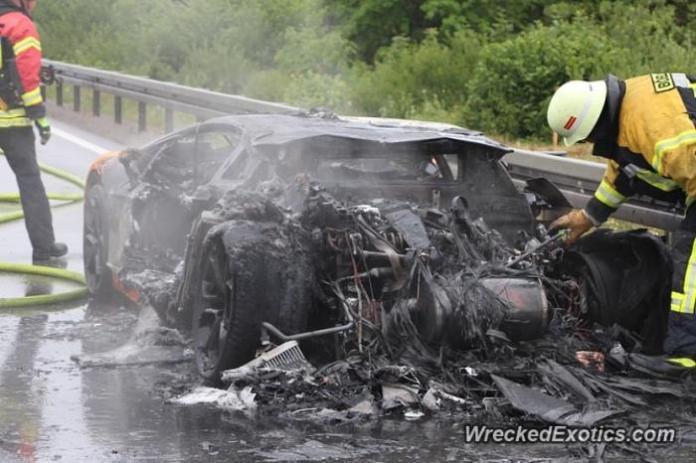 Lamborgini Aventador on fire 1