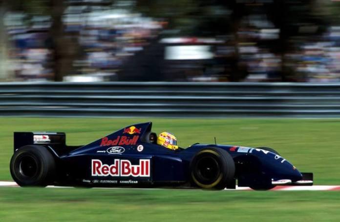 Η πρώτη εμπλοκή της Red Bull με τη Formula 1, έγινε το 1995, όταν διαφημίστηκε στην ομάδα της Sauber.