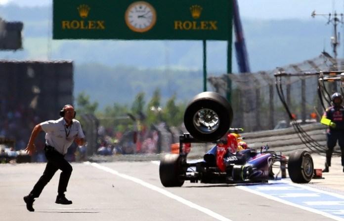 f1 2013 nurburgring webber loose tyre