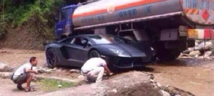 Lamborghini Aventador rocks