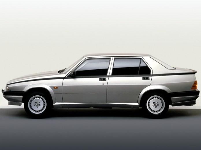Alfa Romeo 75 side