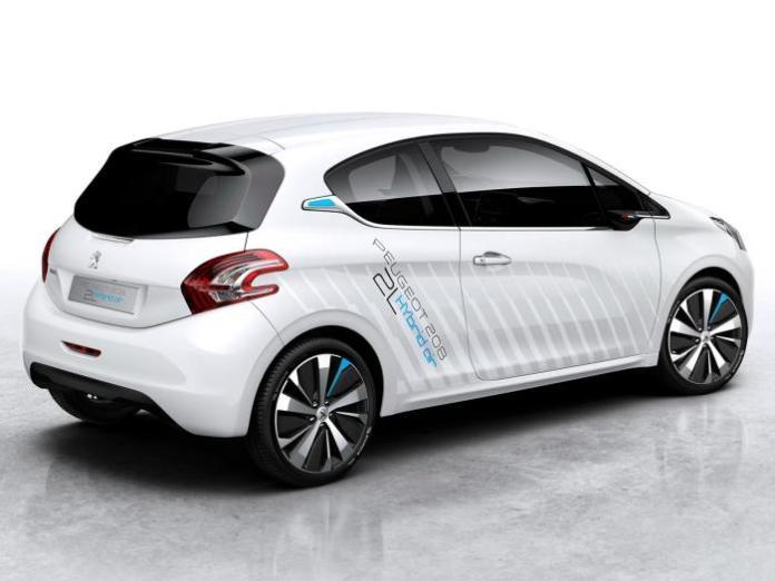 Peugeot 208 HYbrid Air 2L concept (2)